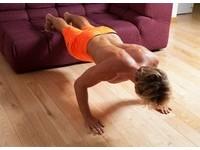 GQ/7招!看電視也能減肥的懶人健身動作
