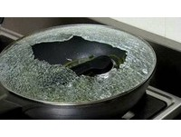 標榜防溢出、來自韓國!電視購物炒鍋蓋不到20秒爆裂
