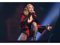 影/瑪丹娜葛萊美表演分離原聲 56歲起立蹲下聲音沒喘
