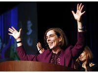 歷史性的一刻!雙性戀者任奧勒岡州長 鼓舞美國同志圈