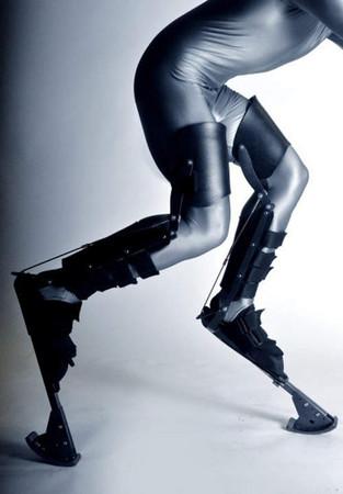 d96689 「異型義肢」用途超莫名! 專門模仿怪物用的科幻道具