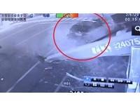 衰!老闆才被「要命小方」綁票 超跑車行又被休旅車撞