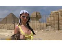 戰鬥民族金字塔前拍A片 「圓規乳」讓埃及震怒徹查