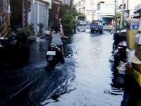 沒下雨還淹?屏縣東港漲潮水淹腳踝 居民:颱風怎辦