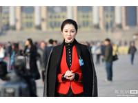 報導開幕受封「兩會女神」 薛曉棠被爆為保時捷車模