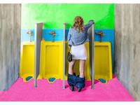 放口袋不占空間 「粉紅紙漏斗」讓女性站著上廁所