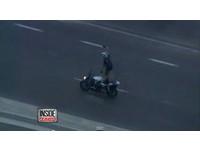 站著騎重機+自拍時速達160 男嗆警:擋到我的路了啦