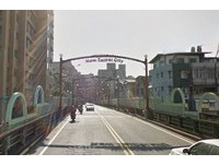 台北永福橋休旅車、機車對撞 2人墜橋無呼吸心跳
