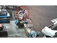 囂張!五金行老闆家中吃晚飯 竊賊門口「偷空壓機」