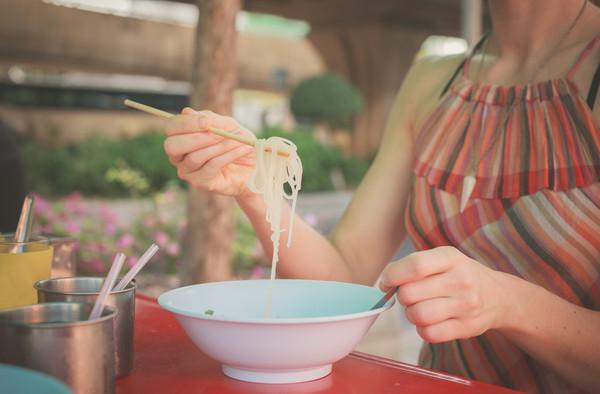 出國時還堅持吃國內食物嗎?(圖/達志/示意圖)
