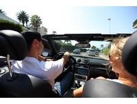 別人男友都開車坐機車很丟臉! 她逼男友買車:又沒有多少錢