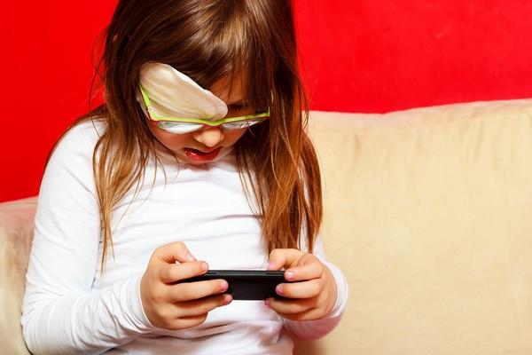 兒童近視,戴眼鏡,3C,視力。(圖/達志/示意圖)