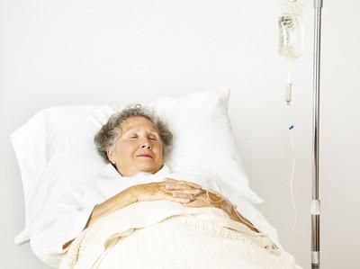 「當阿嬤是我的病人」醫親送洗腎「掙扎100問」讓他好怕