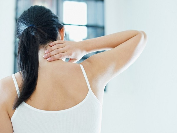 肩頸痠痛。(圖/達志示意圖)