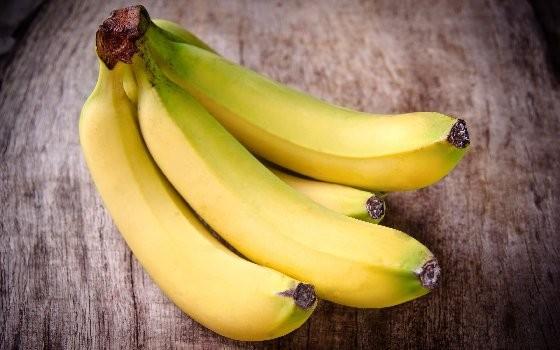 LINE謠傳「香蕉頭尾綠色易致癌」 塗催熟劑真相是...