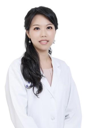 雅丰美膚診所黃靜雯醫師。(圖/美黃靜雯醫師提供)