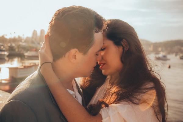 KISS,親吻,接吻,情侶,兩性。(圖/取自librestock網站)