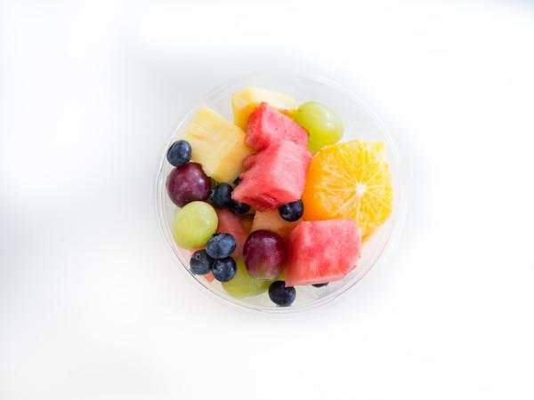 ▲餐後可將珍珠奶茶換成水果,負擔少營養好。(圖/取自Freepik)