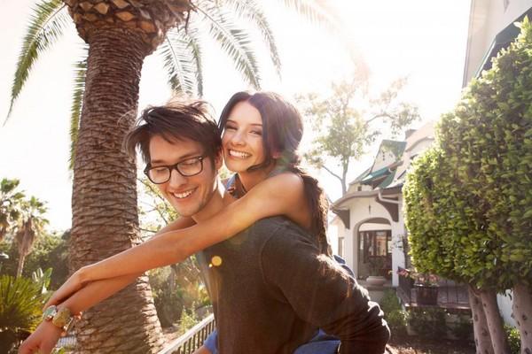 情侶,擁抱,接吻。(圖/取自LibreStock網路)