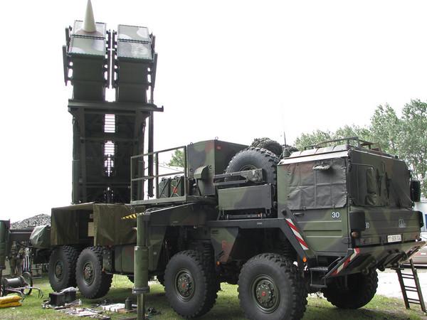 可發射四枚愛國者二型飛彈的發射車。(圖/翻攝自維基百科)