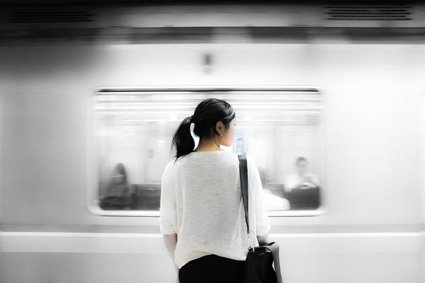 趕時間,地鐵,遲到,等待。(圖/取自librestock網站)