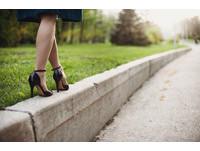 穿「恨天高」傷足踝還可能拇指外翻 鞋跟最好別超過3公分