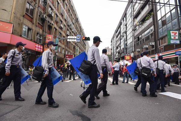 ▲軍公教抗議年金改革,警察,員警。(圖/記者李毓康攝)