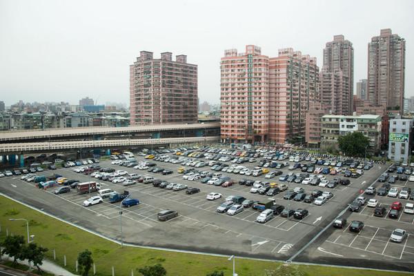 停車需求,停車場,住宅周邊停車,停車空間(圖/記者季相儒攝)