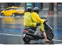 停紅燈遭砂石車輾兩截!女淚揭「雨衣害死母」:駕駛人生也黑了