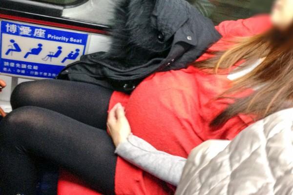 孕婦,博愛座,懷孕,公車,大肚子,讓座(圖/記者姜國輝攝)