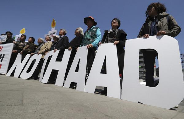 ▲▼政府宣布部署薩德時,掀起中國反韓情緒,不少南韓民眾也反對部署薩德,(圖/達志影像/美聯社)