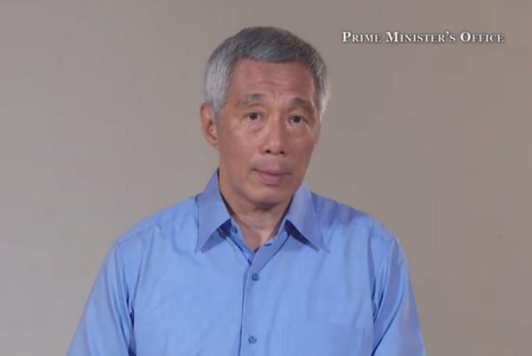 ▲李顯龍在臉書放上影片,向國人道歉。(圖/翻攝自Lee Hsien Loong粉絲頁)