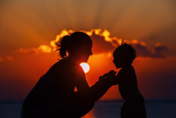 ▲▼「不要在我墳前哭泣,我不在那裡」深愛的人總有離開的一天,我們該如何面對。(圖/pixta/《愛長照》授權使用)