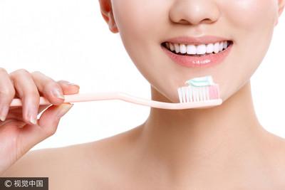 牙膏要沾水刷嗎?牙齦出血還刷嗎?10個有關刷牙的知識