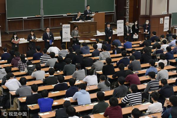 日本東京,2017年2月25日,日本大學第二階段,共有258,922名學生報名。(圖/視覺中國CFP)
