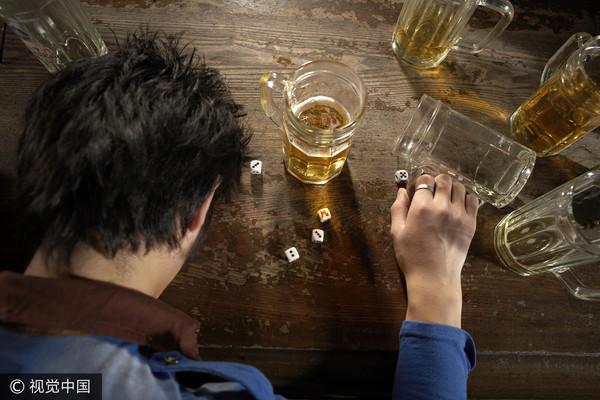 ▲酗酒,酒醉。(圖/視覺中國CFP)