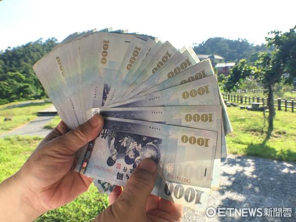 ▲▼金融,投資,鈔票,1000元,消費(圖/記者張一中攝)