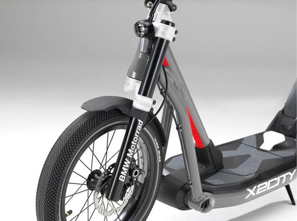 ▲最「豪華」電動滑板車!BMW推出X2CITY賣你8.7萬。(圖/翻攝自BMW)
