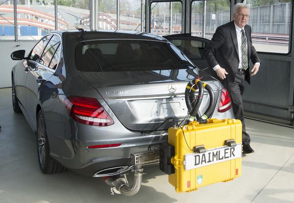 ▲戴姆勒捲入柴油排廢造假?十年賣出百萬輛 賓士也中槍。(圖/達志影像/美聯社)