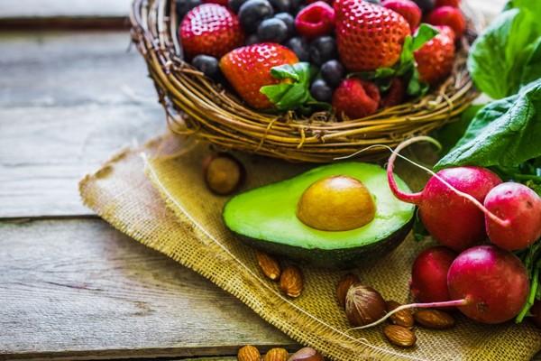 營養保健食品應與藥物一樣,由專業人士輔導才能服用,若服用不當反不利健康。(圖/示意圖/直銷世紀提供)