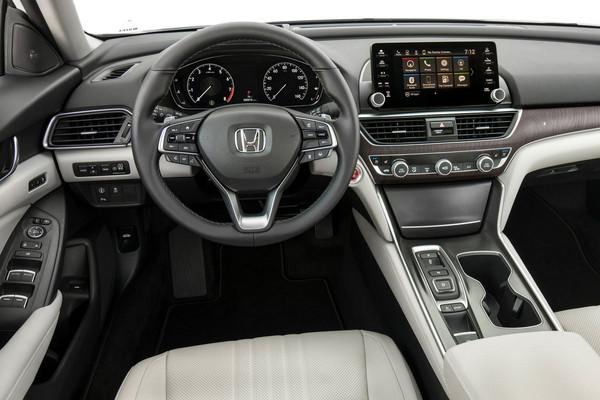 ▲10速自排上身+輕量化50公斤!Honda大改款Accord亮相。(圖/翻攝自Honda)