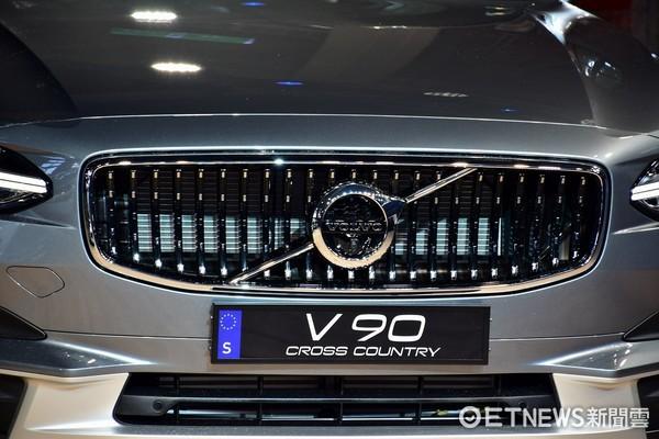 Volvo V90旗艦車系243萬元起連抉登場!德系雙B這下要小心點囉。(圖/記者游鎧丞攝)