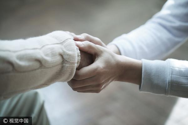 ▲握手,關懷。(圖/視覺中國CFP)