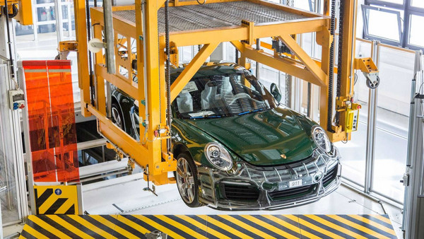 保時捷開放第一百萬輛911給素人試駕 民眾直呼:「超爽der!」(圖/翻攝自Porsche)
