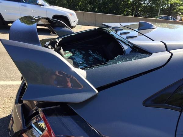 ▲百萬Honda新車開不到一天..屁屁慘被三寶撞爛 車主心痛PO文爆紅(圖/翻攝自Greg Ellingson臉書)