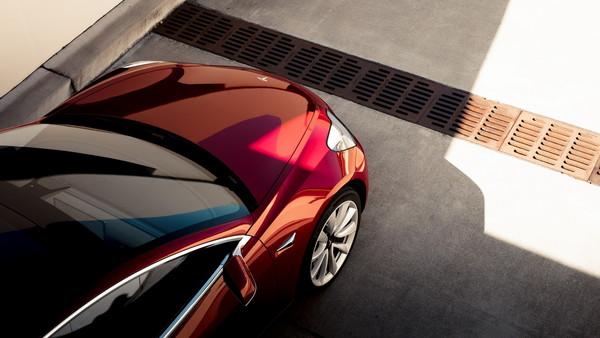 ▲頂規版特斯拉Model 3一樣「很平價」 一台不到200萬!(圖/Tesla)