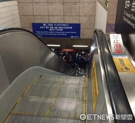 ▲電扶梯示意照。圖為新北市歡樂耶誕城板橋車站電扶梯故障事件。(圖/記者楊佩琪翻攝)
