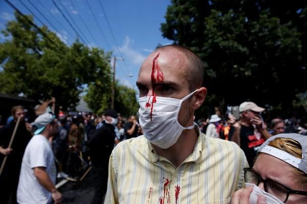 ▲▼ 美國維吉尼亞州夏綠蒂鎮發生白人至上的「3K黨」暴動。(圖/路透社)