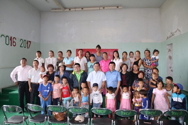 ▲▼民進黨立委們曾赴蒙古探視家扶中心成果。(圖/翻攝自蔡易餘臉書)