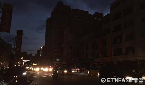 ▲▼ 高雄旗山市區部分住戶停電。(圖/記者柯沛辰攝)